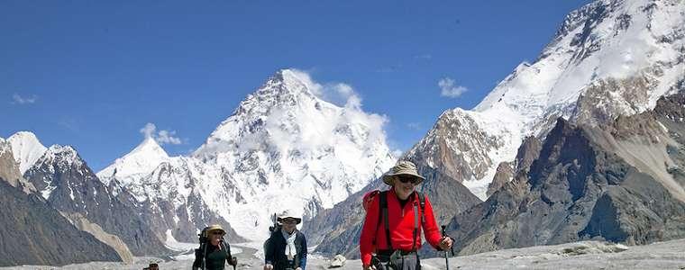4 Keuntungan Berwisata Bersama Orang Asing