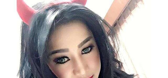 Dewi Purnama Sari Seksi Hot Selfie Model Koleksi