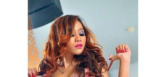 Dewi Purnama Sari Hot Photoshoot