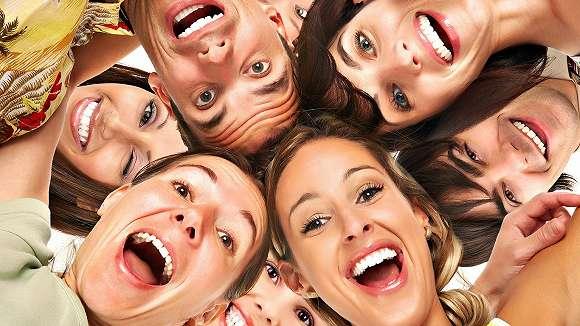 10 Manfaat Tertawa Bagi Kesehatan